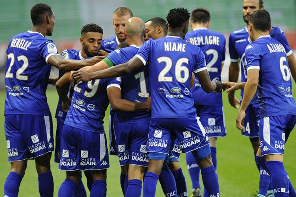 Piscines Dugain sponsor officiel de l'ESTAC